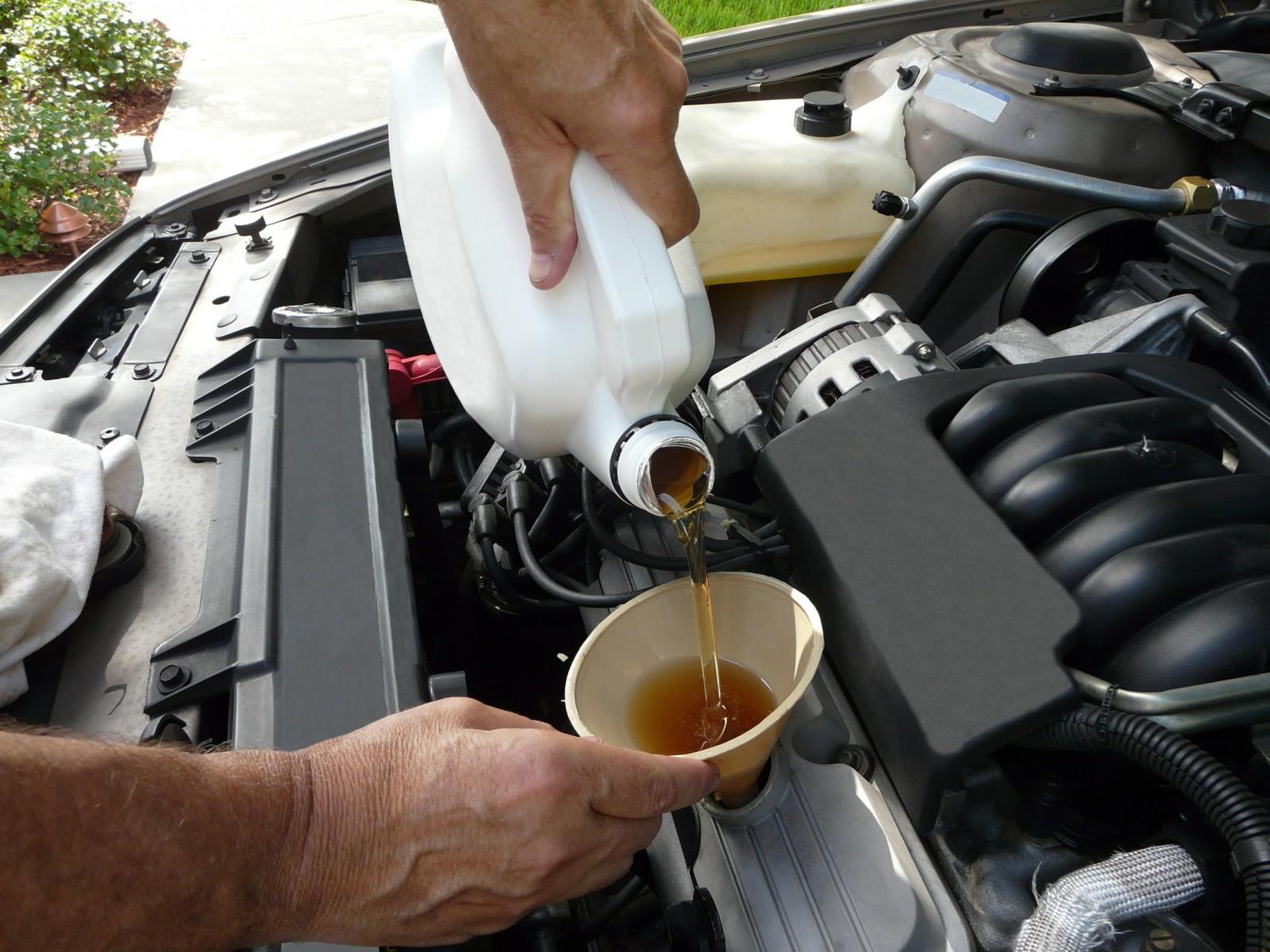 Промывать ли двигатель при замене масла
